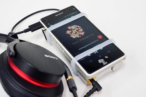 ポータブルアンプと組み合わせると、USBからのオーディオ出力を経由して、ハイレゾ音源を楽しめる