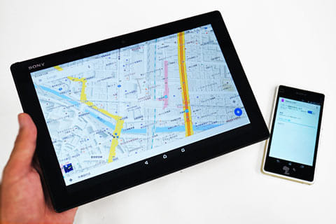 Wi-Fiモデルの「Xperia Z4 Tablet」で、「Xperia J1 Compact」の通信を間借りして外出先でもデータ通信を行える