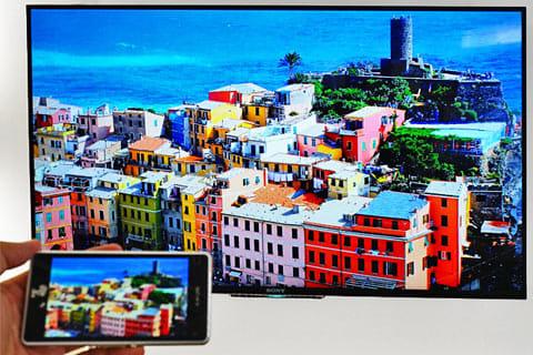 スマートフォンの画面を、大画面テレビやタブレットに映しだすことも可能
