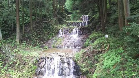 何も考えずに撮影した滝の写真も普通ですね…