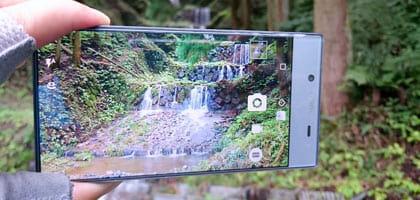 ソフトバンクはiPhoneだけじゃない!「AQUOS CRYSTAL 2」は写真を持っているような感覚になる全画面ディスプレイ搭載