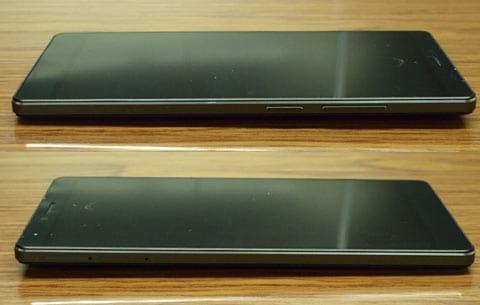 右側面に電源ボタンとボリュームボタン(上)左側面にSIMスロット(下)