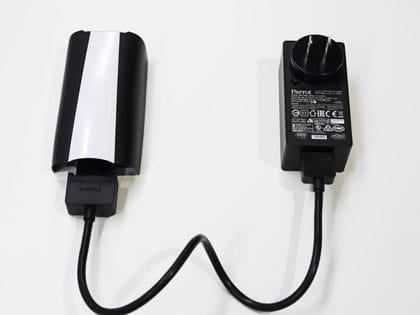 それぞれをつないで、電源に差せば充電できる