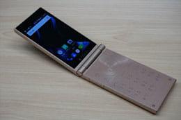 折りたたみ2画面SIMフリースマートフォン「MUSASHI」