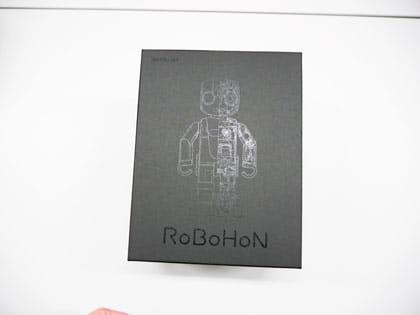 箱にはロボホンの絵柄が載っている