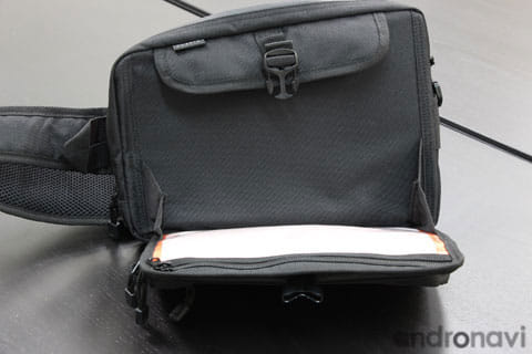 iPad miniやタブレットの収納に便利なポケット