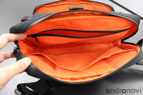 内側にも多くのポケットがついているので、整理整頓も簡単