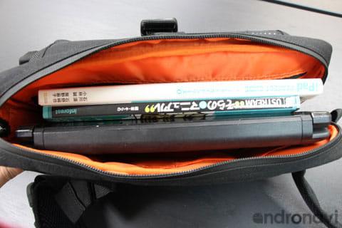B5サイズまでのPCや雑誌などを収納できる