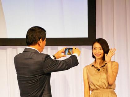 杉良太郎さんが眞鍋かをりさんを撮影