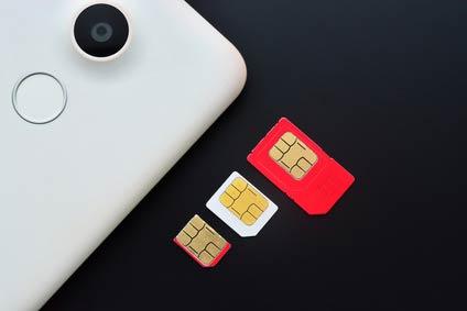上から順に「標準SIM」、「マイクロSIM」、「ナノSIM」