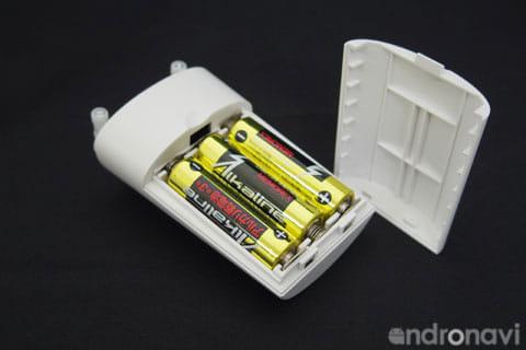 動作確認用の電池はあらかじめセッティング済み