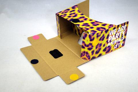 箱を広げてレンズを起こした状態