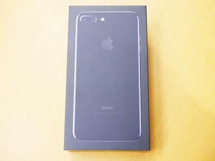 ブラックカラーの箱はアップルのイメージとは少し違う?