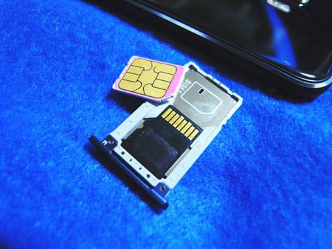 SIMスロット2はmicro SDとの排他仕様になっている