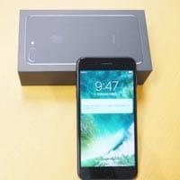 「iPhone 7 Plus」が到着!同梱のAppleステッカーを貼っ...