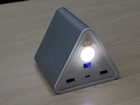 LEDライトを内蔵しており、災害時に利用ができる