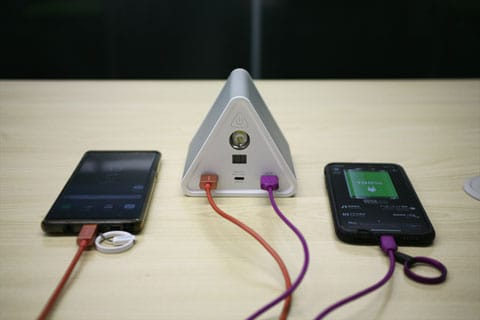 スマートフォンの充電例