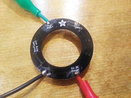 NeoPixelにワニ口クリップを接続